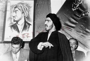 عکس/ عبدالحسین واحدی در حال سخنرانی