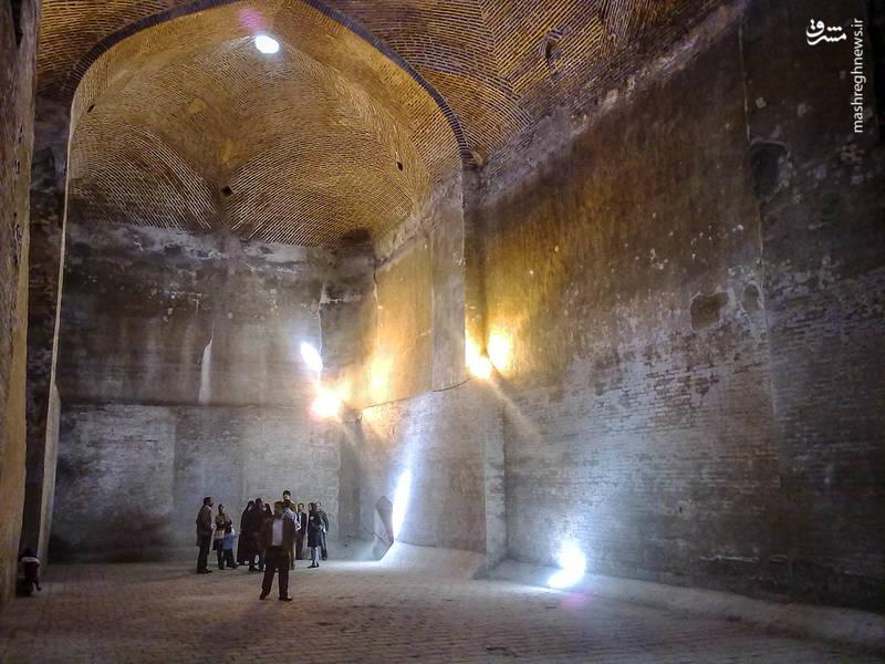 آب انبار سردار بزرگ که بزرگترین آب انبار تک گنبدی ایران می باشد یادگاری از دو سردار بزرگ قاجار به نام های محمد حسن خان و محمد حسین خان است.