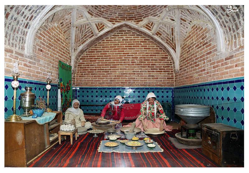 """موزه و حمام تاریخی قجر یکی از کهن ترین و زیباترین گرمابه های موجود در قزوین است که تاریخ بنای آن را در """"صحت عافیت"""" معادل 1059 یافته اند."""
