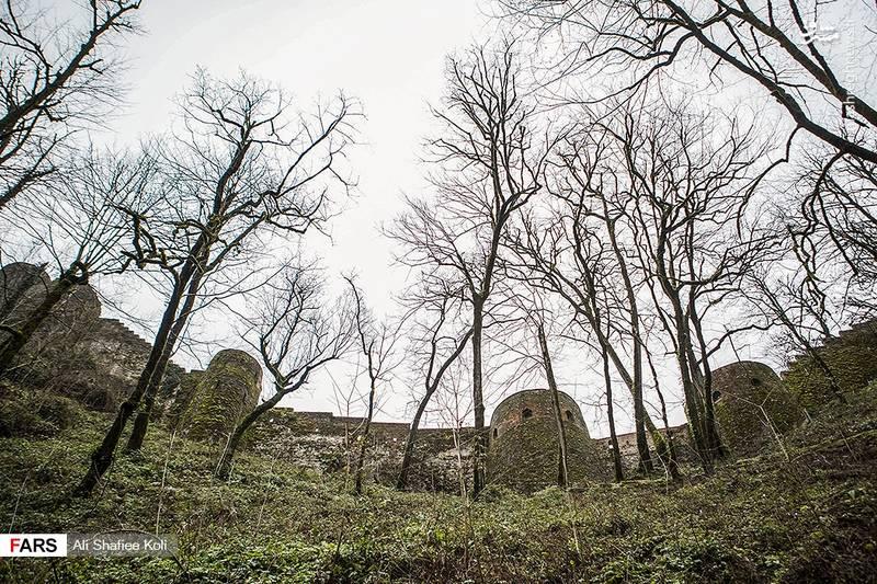 در دورهٔ سلجوقیان این قلعه تجدید بنا شده و از پایگاههای مبارزاتی اسماعیلیان الموت بوده است.