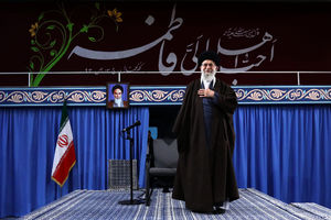 فیلم/ مدیحه سرایی پرشور آذری در محضر رهبر انقلاب