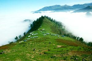 عکس/ در این روستا با ابرها همنشین میشوید