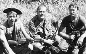 عکس یادگاری نظامیان آمریکایی با سرهای بریده «ویت کنگ» ها