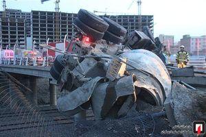 عکس/ واژگونی مرگبار بونکر سیمان در تهران