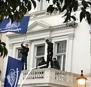 عکس/ مهاجمان به سفارت ایران در لندن