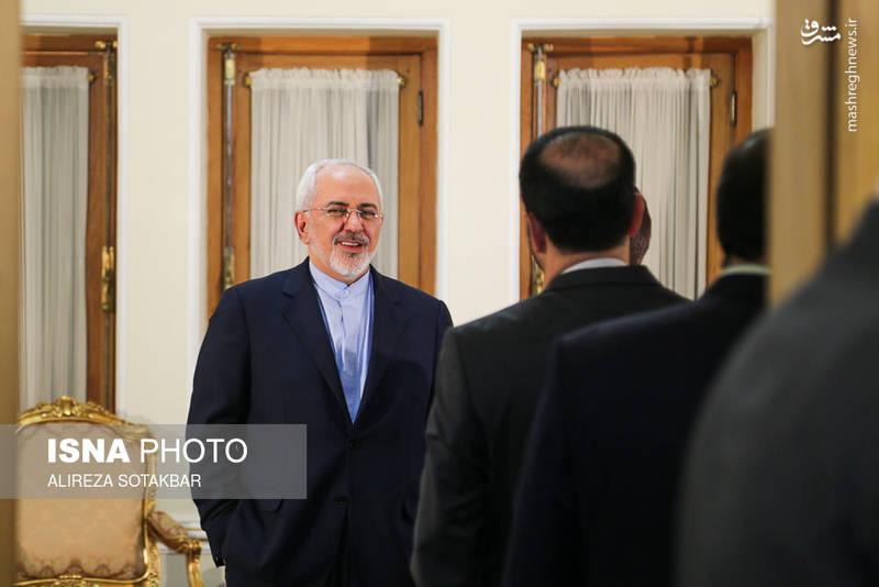 محمد جواد ظریف پیش از آغاز دیدارهایش در وزارت امور خارجه