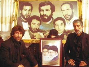 عکس/ حضور حجتالاسلام رئیسی در منزل شهیدان افراسیابی