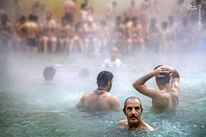 یشتر چشمههای آب معدنی منطقه اکنون به صورت استخرهای سرپوشیده و با امکانات کامل در آمده که غالبا به صورت دو سانس هم برای آقایان و هم برای خانم ها فعالیت مینمایند.