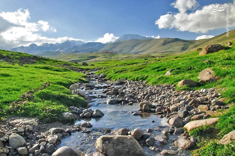 همچنین یکی از باصفاترین درههای سرعین، دره گلستان یا قزل گل لر(آبگیرهای طلایی) است.