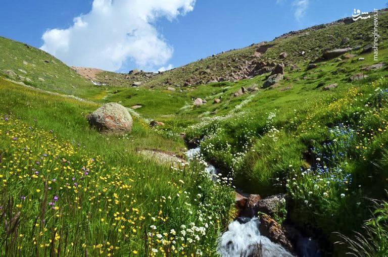 دره گلستان که به آن دره آلوارس هم میگویند از درههای شرقی سبلان است. به واسطه وجود چشمههای پرآب و یخچالهای طبیعی، در این منطقه چمنزارها و گلزارهای زیادی به وجود آمده