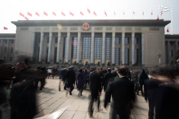 کنگره ملی چین روز یکشنبه (امروز) با 2 هزار و 958 رای موافق، سه رای ممتنع و یک رای باطله محدودیت 2 دوره ریاست جمهوری را از قانون این کشور لغو کرد.