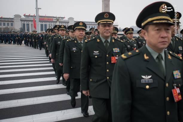 چندی پیش، کمیته مرکزی حزب کمونیست چین پیشنهاد داده بود جملهای که دوره ریاست جمهوری و معاون رئیس جمهور را به 2 دوره محدود میکند، از قانون اساسی حذف شود.