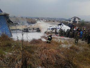 اولین تصاویر از سقوط هواپیمای مسافربری در نپال