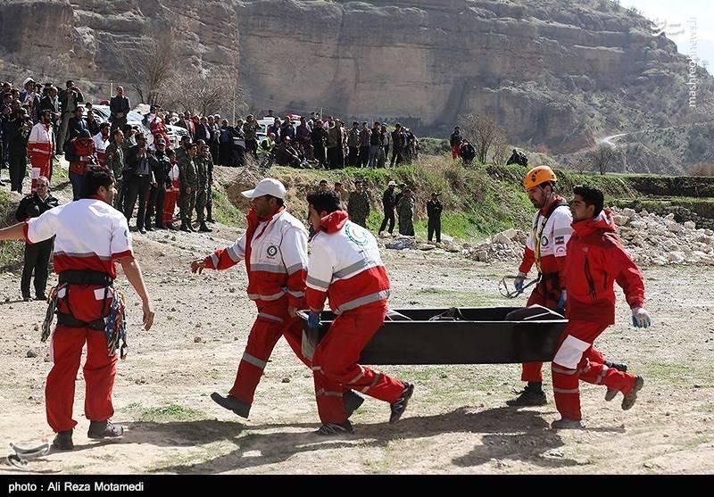 """مدیر مرکز هماهنگی و کنترل عملیات سازمان امداد و نجات هلال احمر از قابل شناسایی بودن ۸ پیکر خبرداد و تصریح کرد: از میان ۱۱ پیکر کشف شده، ۸ جسد از جمله پیکر """"مینا باشاران"""" دختر میلیاردر اهل کشور ترکیه قابل شناسایی است."""