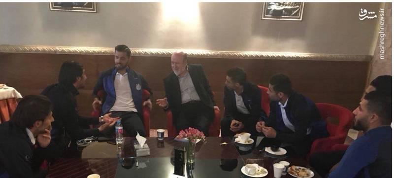 حضور افتخاری و عنایتی در هتل استقلالیها قبل از بازی برابر العین