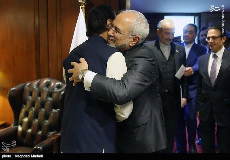 دیدار صمیمانه ظریف با رییس مجلس ملی پاکستان