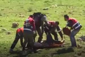 فیلم/ رفتار وحشیانه صهیونیست ها با فلسطینی های زخمی