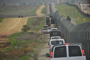 بایدن دیوار مرزی ترامپ را ادامه میدهد