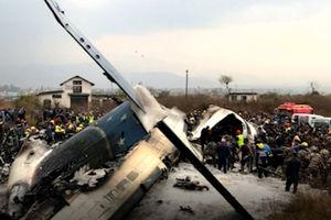 فیلم/ سقوط هواپیمای بنگلادشی در فرودگاه