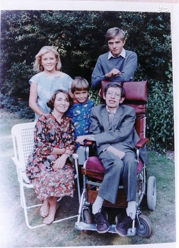 استیون ویلیام هاوکینگ (Stephen William Hawking) در 8 ژانویه 1942 به دنیا آمد.