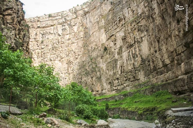 طول دره در حدود ۱۸ کیلومتر است و ارتفاع دیواره تا ۲۰۰ متر برآورد شده است.