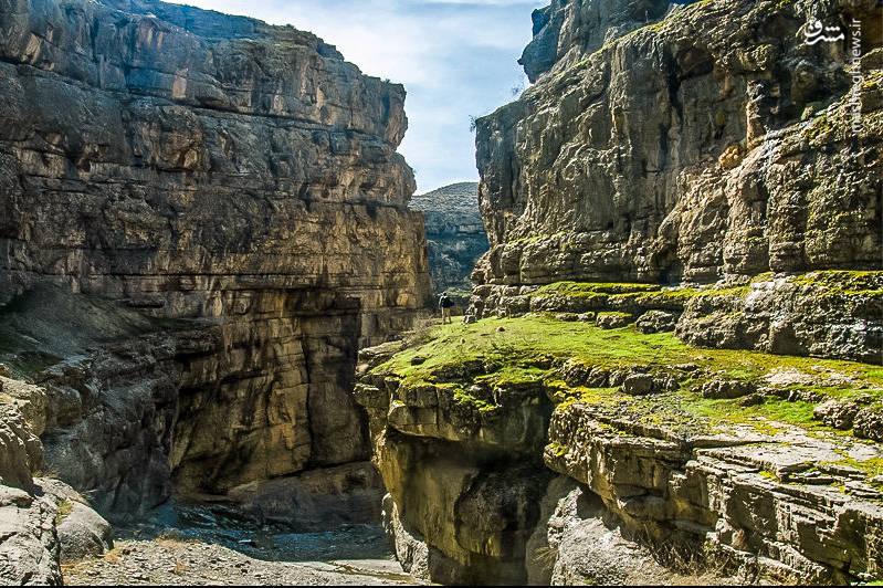 دره شمخال با دیواره های بلند و عرض کم، طبیعتی بی نظیر دارد.