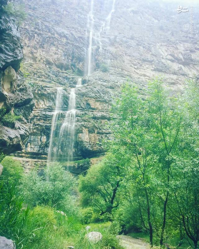 در فاصله ۱۰ کیلومتری از ابتدای دره، فضای جذاب و دیدنی به نام «حمام آب» وجود دارد که پذیرای تعداد کثیری از گردشگران در فصل تابستان است.