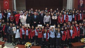 تصویر شهید حججی بر دستان دانشجویان ترکیهای +تصاویر