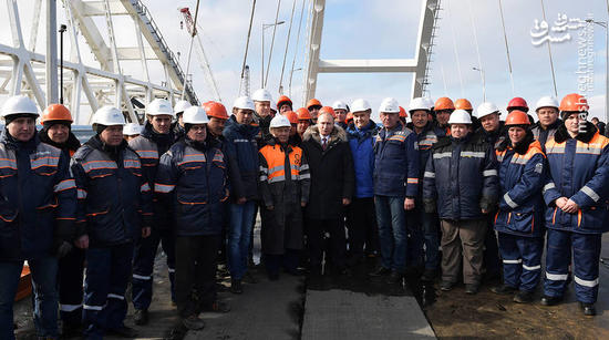 عکس یادگاری پوتین با کارگران
