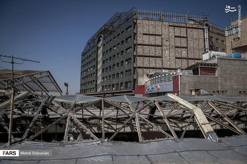 در اثر فروریختن ساختمان مذکور بیش از ۲۰ آتشنشان و شهروند جان خود را از دست دادند.