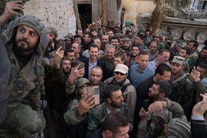 عکس یادگاری نیروهای ارتش سوریه با بشاراسد