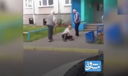فیلم/ مبارزه خیابانی پیرمردها!