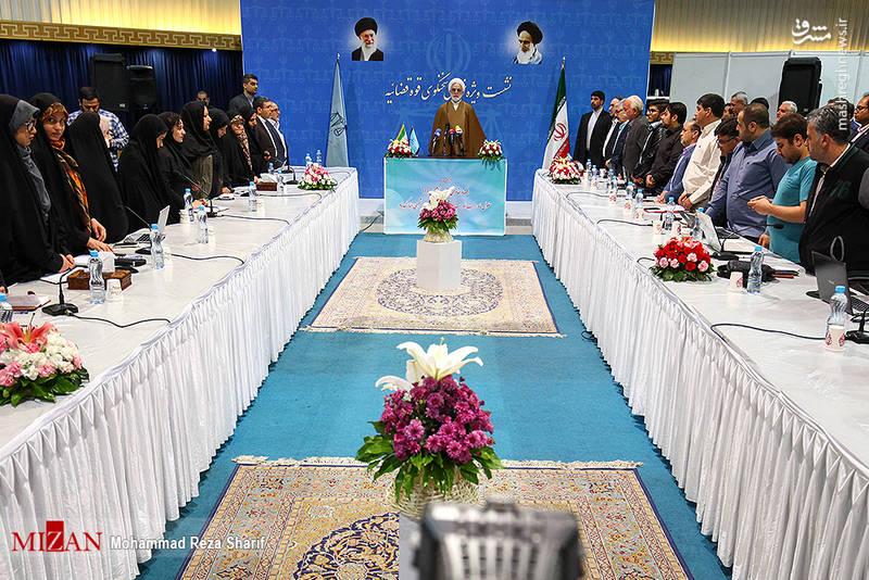 سخنگوی قوه قضائیه با بیان اینکه امروز تعدادی از مردم استان اصفهان با مشکلات کمبود آب دستوپنجه نرم میکنند، گفت: در جلسهای که هفته گذشته سران قوا تشکیل دادند، به این مسئله نیز پرداختند.