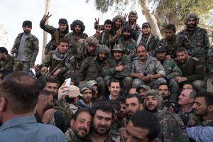 سلفی با رئیس جمهور در منطقه جنگی