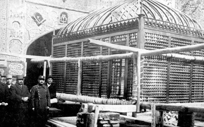 دومین ضریح حضرت، ضریح فولادی مرصع است که در سال ۱۱۶۰ قمری ساخته شد
