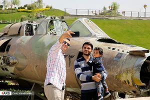 عکس/ تهرانگردی مسافران نوروزی در باغ موزه دفاع مقدس