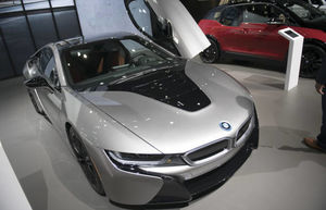 فیلم/ نحوه جالب جابجایی خودروها در نمایشگاه!