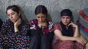 دختران و زنان شیعی که تازیانه زده شدند/فروش 17 دختر ایزدی در اولین بازار برده فروشان/ مرد داعشی، سه بار عمهام را برانداز کرد