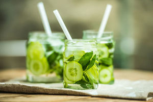 طرح/ بهترین نوشیدنیها برای رفع عطش