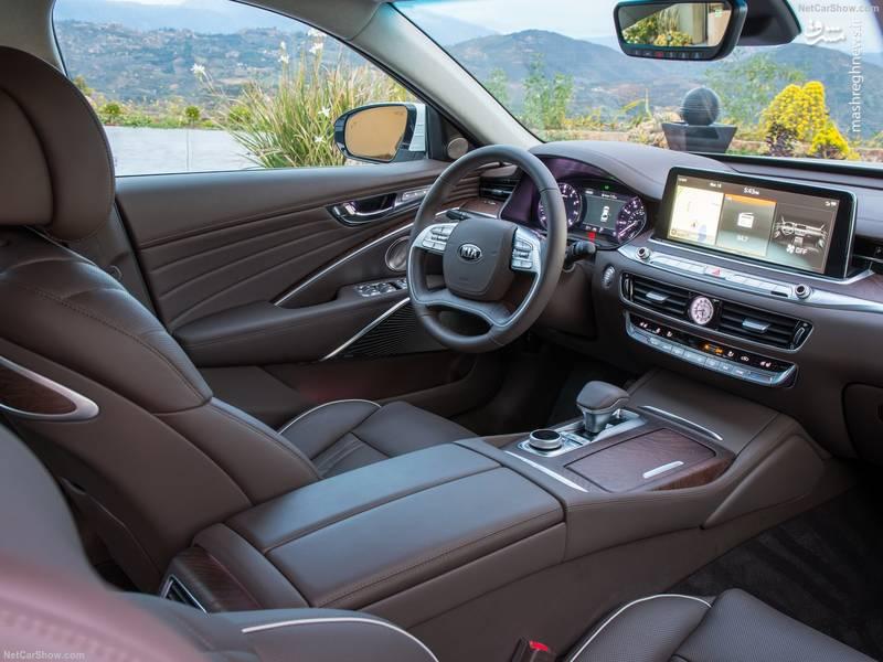 صندلی راننده به صورت برقی و در ۲۰ جهت قابل تنظیم است و صندلیهای سرنشین جلو و سرنشینهای عقب نیز در ۱۲ و ۱۴ جهت تنظیم میشوند.