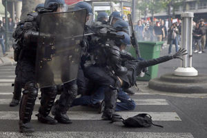 حمله پلیس فرانسه
