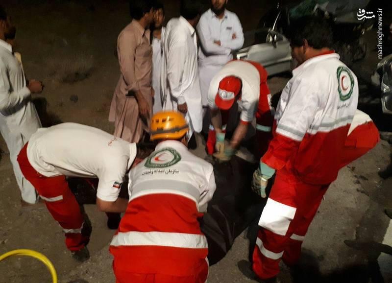 چهارنفر از سرنشینان این خودروها بر اثر شدت جراحات در صحنه تصادف جان باختند و هفت نفر دیگر هم مجروح شدند.