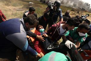 ر درگيري هاي امروز در شرق نوار غزه، يک فلسطيني در شرق جباليا شهید شد هلال احمر فلسطين تعداد زخمي ها در نوار مرزي غزه را 81 نفر اعلام کرد که حال 3 نفر از آنها وخيم است