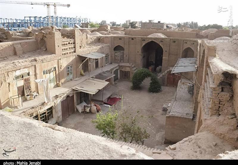 در حال حاضر انبارهای نسبتا سالم این بنای تاریخی محلی برای نگهداری کالاهای قاچاق، زندگی اتباع افغانی و پاتوقی برای مصرف مواد مخدر و حضور اراذل و اوباش شده است.