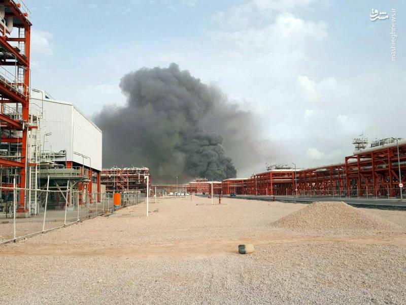 در حال حاضر از پیشرفت آتش جلوگیری شده و آتش نشان ها مشغول اطفاء حریق هستند و  به زودی آتش خاموش خواهد شد.