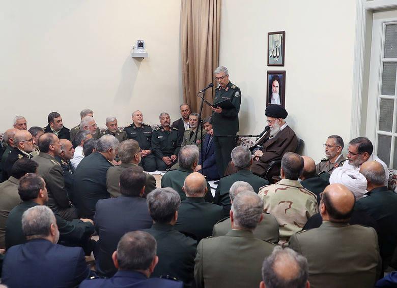 در ابتدای این دیدار سرلشکر باقری رییس ستاد کل نیروهای مسلح گزارشی از دستاوردها و فعالیتهای نیروهای مسلح در سال گذشته بیان کرد