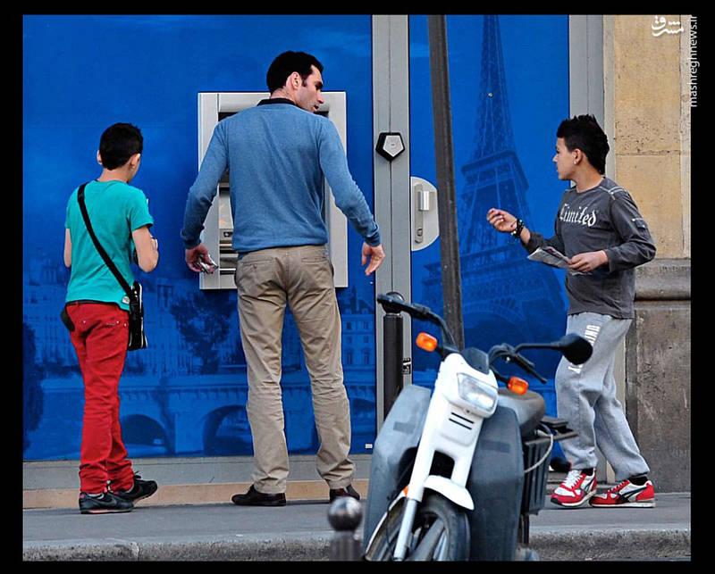 دستهها یا گنگهای زیادی نیز در ایتالیا به فعالیت مشغولاند و در برخی از آنها کودکان نیز فعالاند.