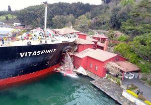 برخورد کشتی با ویلای تاریخی