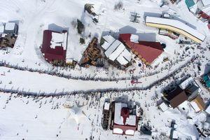 عکس/ صف طولانی اسکیبازان در سرما