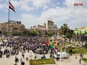 تصاوير جشن پيروزيهاي ارتش سوريه و آزادي ربوده شدگان در ميدان سعدالله الجابري شهر حلب